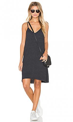 Мини платье с карманом Chaser. Цвет: черный