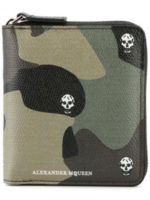 Камуфляжный бумажник с черепами Alexander McQueen. Цвет: многоцветный