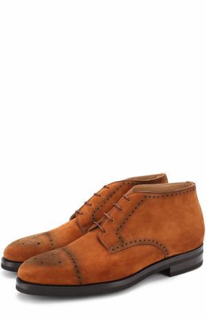 Замшевые ботинки с брогированием Kiton. Цвет: коричневый