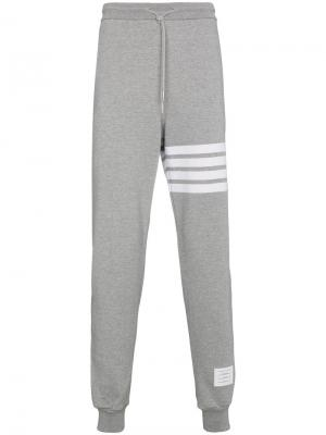 Спортивные брюки с лампасами Thom Browne. Цвет: серый