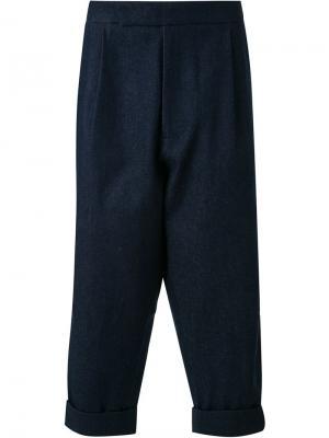 Укороченные брюки со складками J.W.Anderson. Цвет: синий