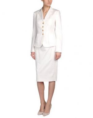 Классический костюм 6267. Цвет: белый