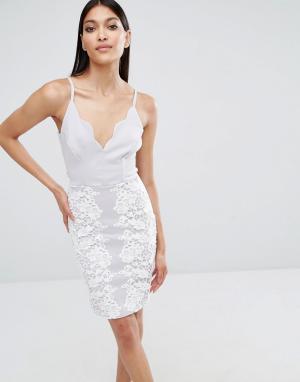 Lipsy Кружевное платье мини с фигурной горловиной. Цвет: серый