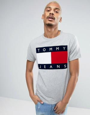 Tommy Jeans Серая меланжевая футболка с логотипом из флока 90s M1. Цвет: серый