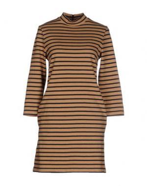 Короткое платье WOOD. Цвет: верблюжий
