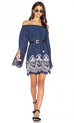 Платье в сеточку HEMANT AND NANDITA. Цвет: синий