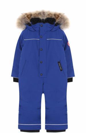 Пуховый комбинезон Grizzly с меховой отделкой капюшона Canada Goose. Цвет: синий