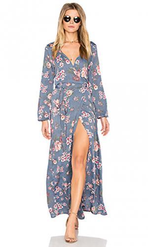 Платье с запахом и высоким разрезом Stillwater. Цвет: синий