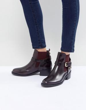 Carvela Кожаные ботинки с пряжкой. Цвет: красный