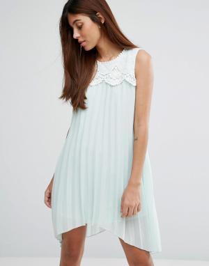 Darling Платье асимметричной длины с кружевом. Цвет: зеленый