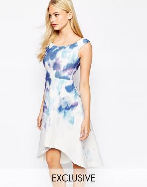 True Violet Платье для выпускного с принтом. Цвет: мульти