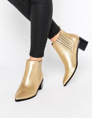 Office Ботинки челси металлик на каблуке с отделкой заклепками Amber. Цвет: золотой