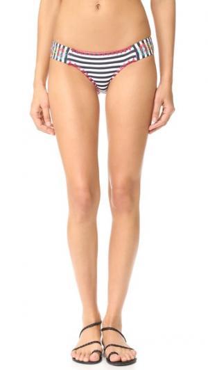 Плавки бикини Ciranda с низкой посадкой, вышивкой и сборками по бокам OndadeMar. Цвет: ciranda