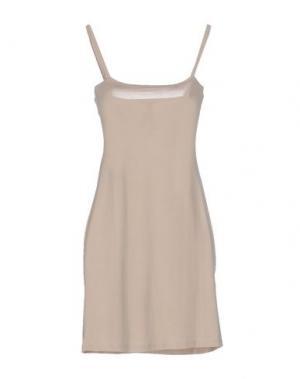 Короткое платье TOY G.. Цвет: песочный