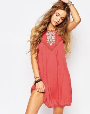 Hollister Свободное платье с вышивкой. Цвет: красный