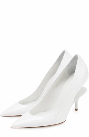 Лаковые туфли на геометричном каблуке Maison Margiela. Цвет: белый