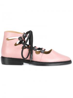 Туфли с заостренным носком Toga Pulla. Цвет: розовый и фиолетовый