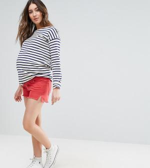 ASOS Maternity Красные джинсовые шорты с разрезами по бокам. Цвет: красный