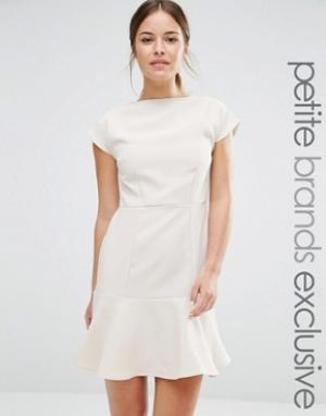 Alter Petite Платье с баской по краю. Цвет: кремовый