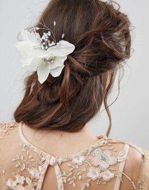 ASOS Заколка для волос с цветочной отделкой DESIGN Bridal. Цвет: кремовый