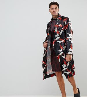 ASOS Атласный халат с принтом лебедей. Цвет: черный