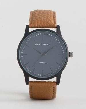 Bellfield Часы с черным круглым циферблатом и коричневым ремешком. Цвет: коричневый