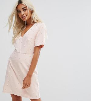 Fashion Union Petite Платье с искусственным жемчугом. Цвет: розовый