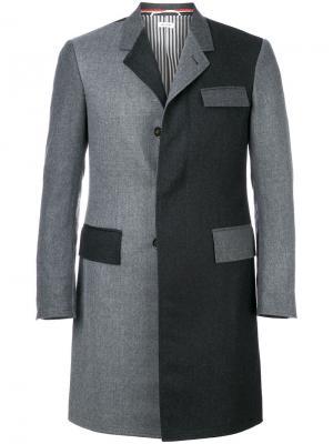 Двухцветное пальто Chesterfield Thom Browne. Цвет: серый