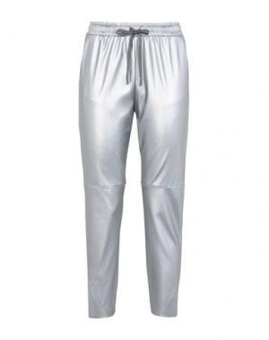 Повседневные брюки GEORGE J. LOVE. Цвет: серебристый
