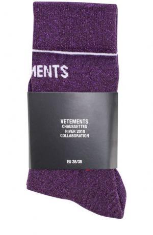 Однотонные носки с логотипом бренда Vetements. Цвет: фиолетовый