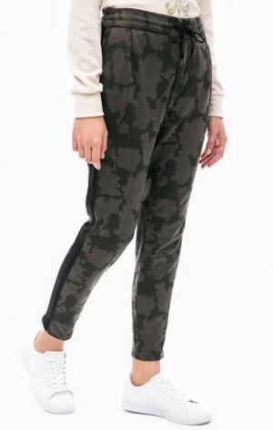 Трикотажные брюки с камуфляжным принтом DRYKORN. Цвет: хаки