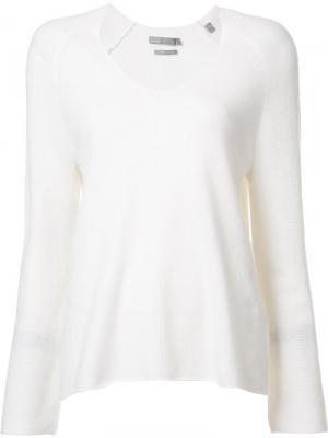 Трикотажная блузка с V-образным вырезом Vince. Цвет: белый
