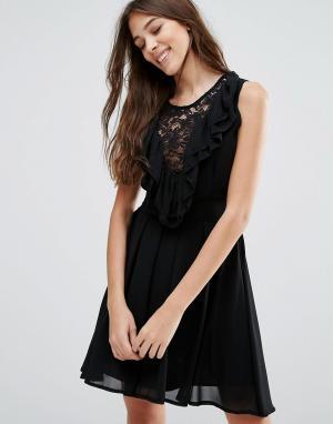 Wal G Кружевное приталенное платье с оборками. Цвет: черный