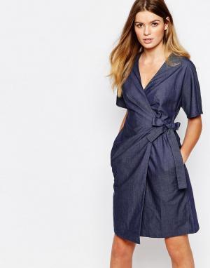 People Tree Платье из органического хлопка в джинсовом стиле с запахом. Цвет: синий