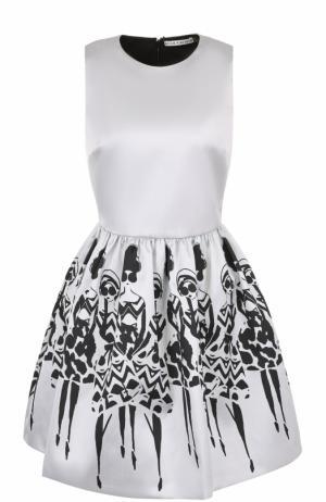 Приталенное мини-платье с принтованной юбкой Alice + Olivia. Цвет: черно-белый