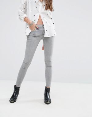Lovers + Friends Зауженные джинсы с заниженной талией Ricky. Цвет: серый