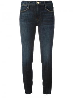 Прямые укороченные джинсы Frame Denim. Цвет: синий