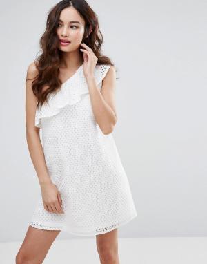 Fashion Union Платье на одно плечо. Цвет: белый