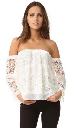 Мантилья со спущенными плечами Топ LIV. Цвет: белый