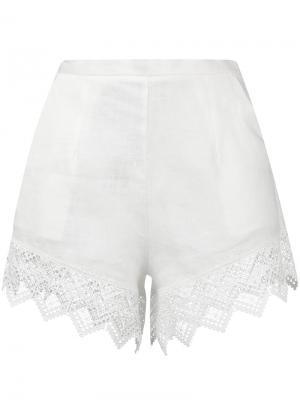 Пляжные шорты с кружевной окантовкой Ermanno Scervino. Цвет: белый