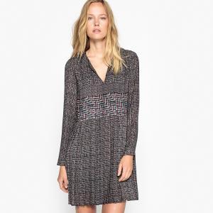 Платье короткое с плиссировкой и графичным рисунком SEE U SOON. Цвет: серый/ бордовый