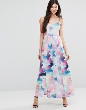 Yumi Платье макси с цифровым принтом облаков. Цвет: мульти
