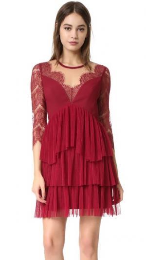 Платье Kiki Three Floor. Цвет: бордовый/телесный