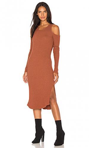 Облегающее платье с открытыми плечами MONROW. Цвет: ржавый