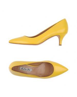 Туфли JULIE DEE. Цвет: желтый