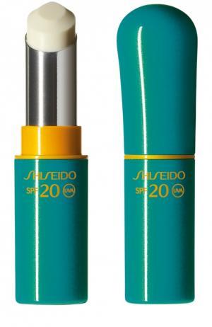 Солнцезащитное средство для губ c SPF 20 Shiseido. Цвет: бесцветный