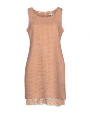 Короткое платье BY TI MO. Цвет: телесный