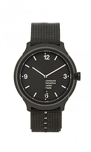 Часы helvetica no1 bold Mondaine. Цвет: черный
