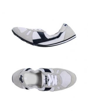 Низкие кеды и кроссовки DIADORA HERITAGE. Цвет: светло-серый
