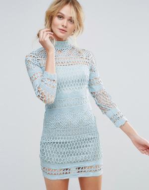Club L Платье кроше с высоким воротом и длинными рукавами. Цвет: синий